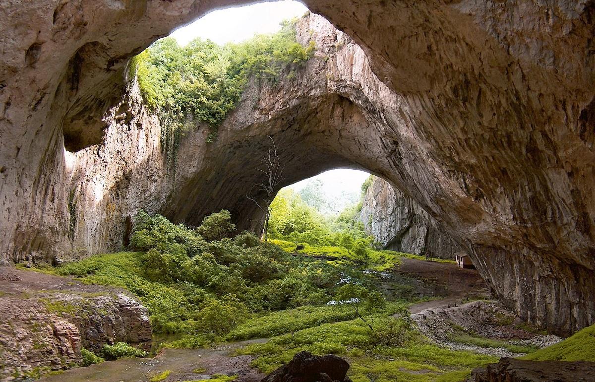 Деветашка пещера в Болгарии