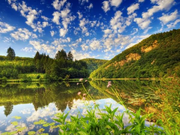 красивое озеро в Болгарии
